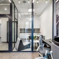Przestrzeń biurowa i sala konferencyjna